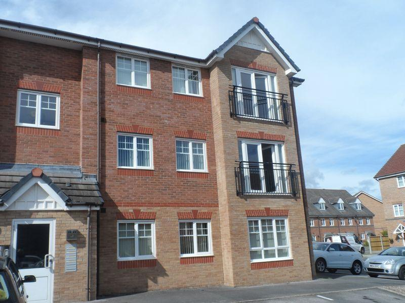 2 Bedrooms Apartment Flat for sale in Ingot Close, Wrexham