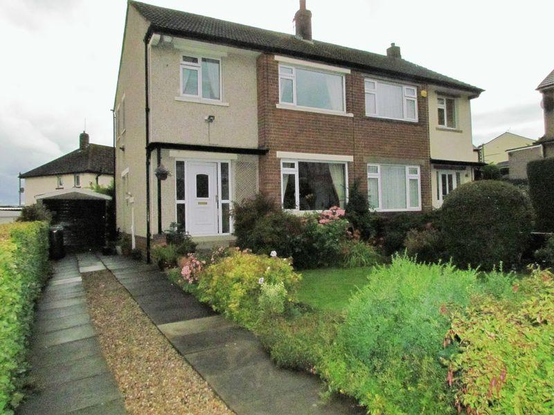 3 Bedrooms Semi Detached House for sale in Oakfield Avenue, Bingley