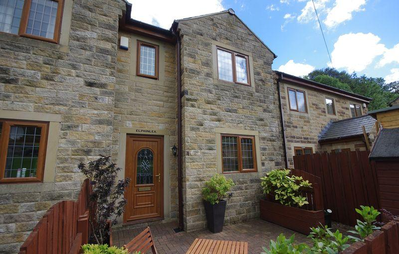 3 Bedrooms Semi Detached House for sale in 97 Cragg Road, Cragg Vale