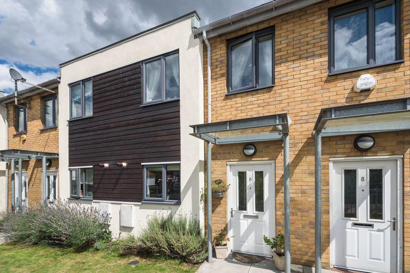 2 Bedrooms Terraced House for sale in Cavalier Terrace, Bramhope Lane, Charlton