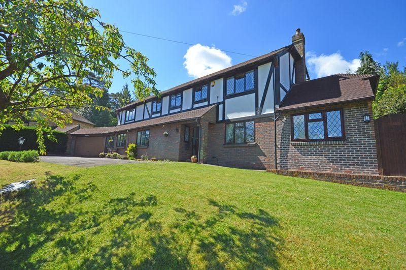 5 Bedrooms Detached House for sale in Linden Road, Headley Down