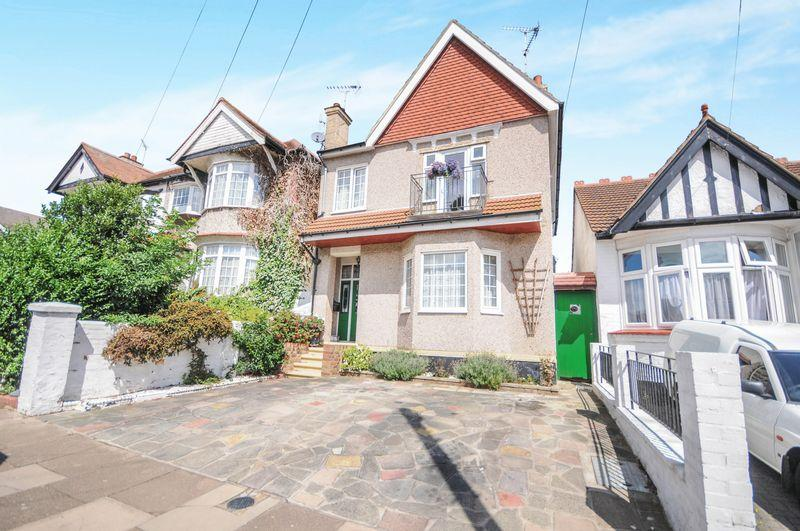 5 Bedrooms Detached House for sale in York Road, Southend-On-Sea