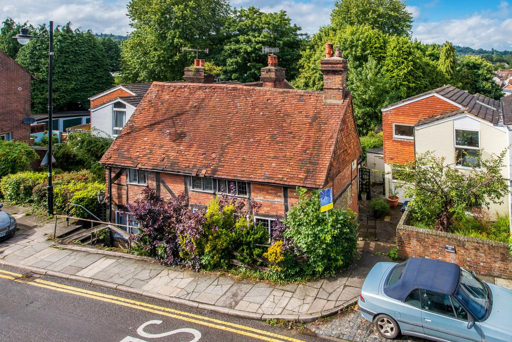 2 Bedrooms Semi Detached House for sale in Haslemere, Surrey