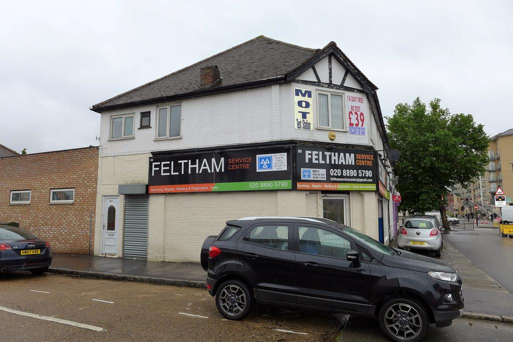 2 Bedrooms Flat for sale in Bedfont Lane, Feltham