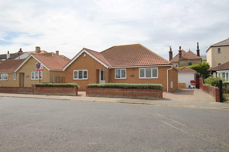 3 Bedrooms Detached Bungalow for sale in Kino Road, Walton On The Naze