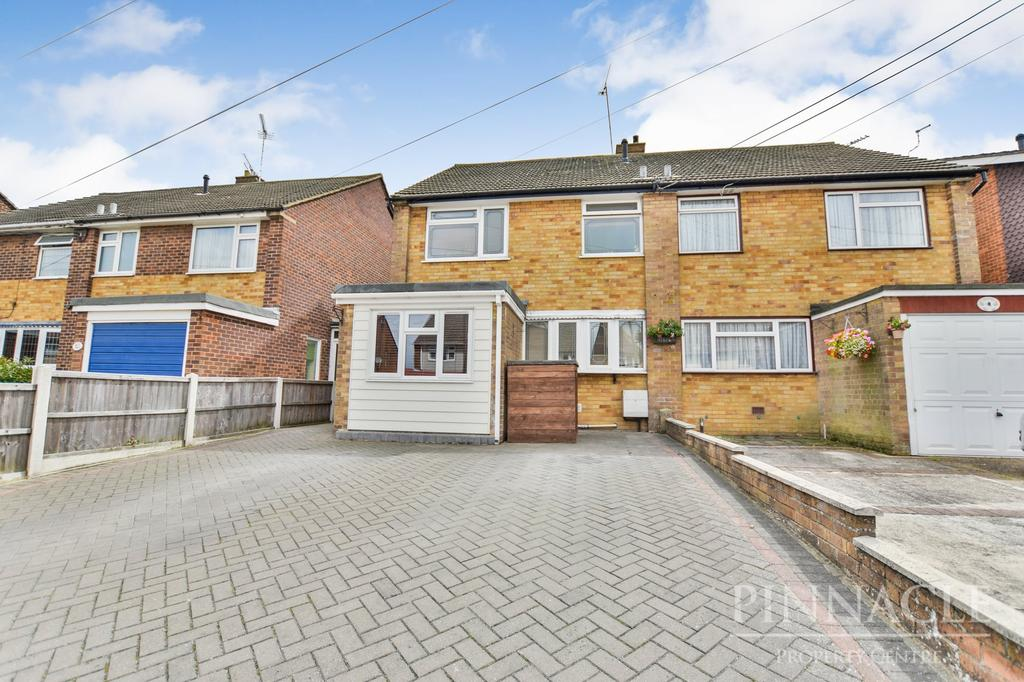 3 Bedrooms Semi Detached House for sale in Gifford Road, Benfleet, Essex