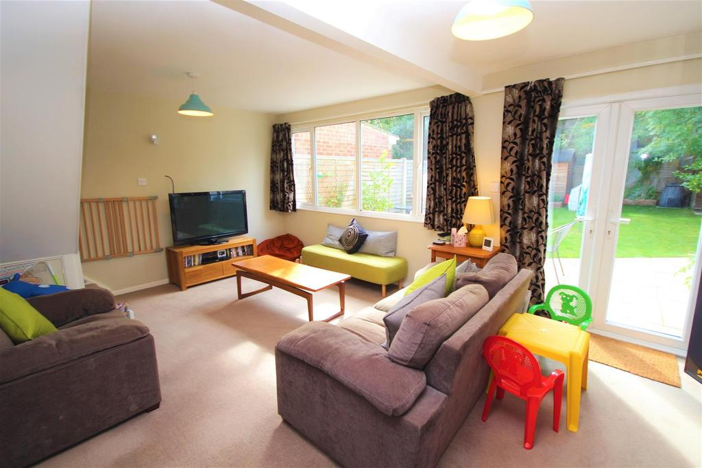 3 Bedrooms End Of Terrace House for sale in Hanwood Close, Woodley, Reading