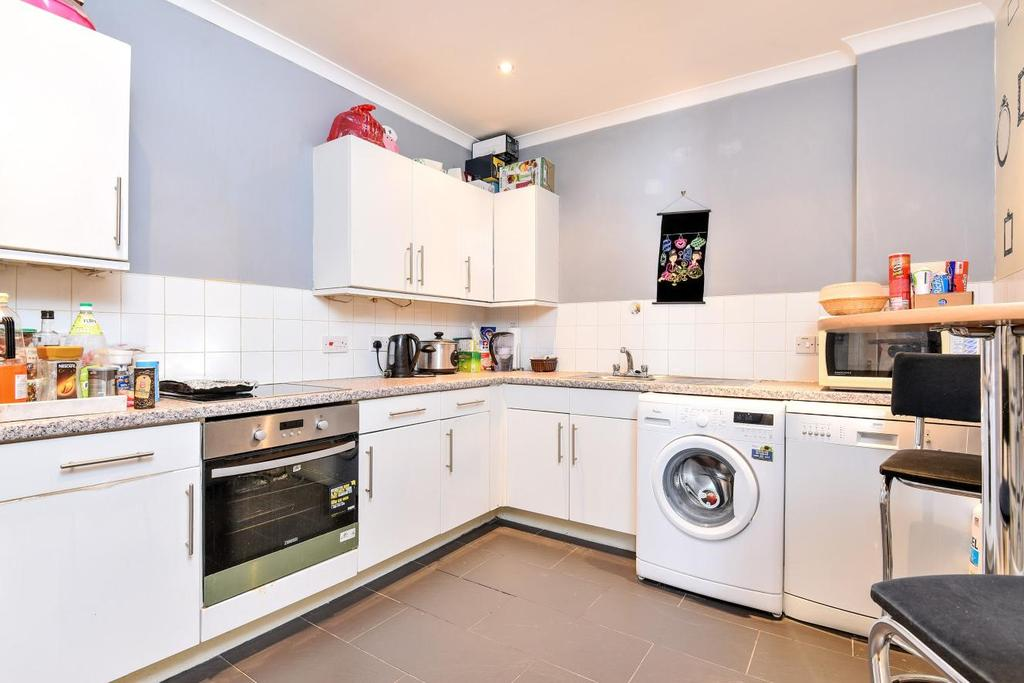2 Bedrooms Flat for sale in Upper Tooting Road, Tooting