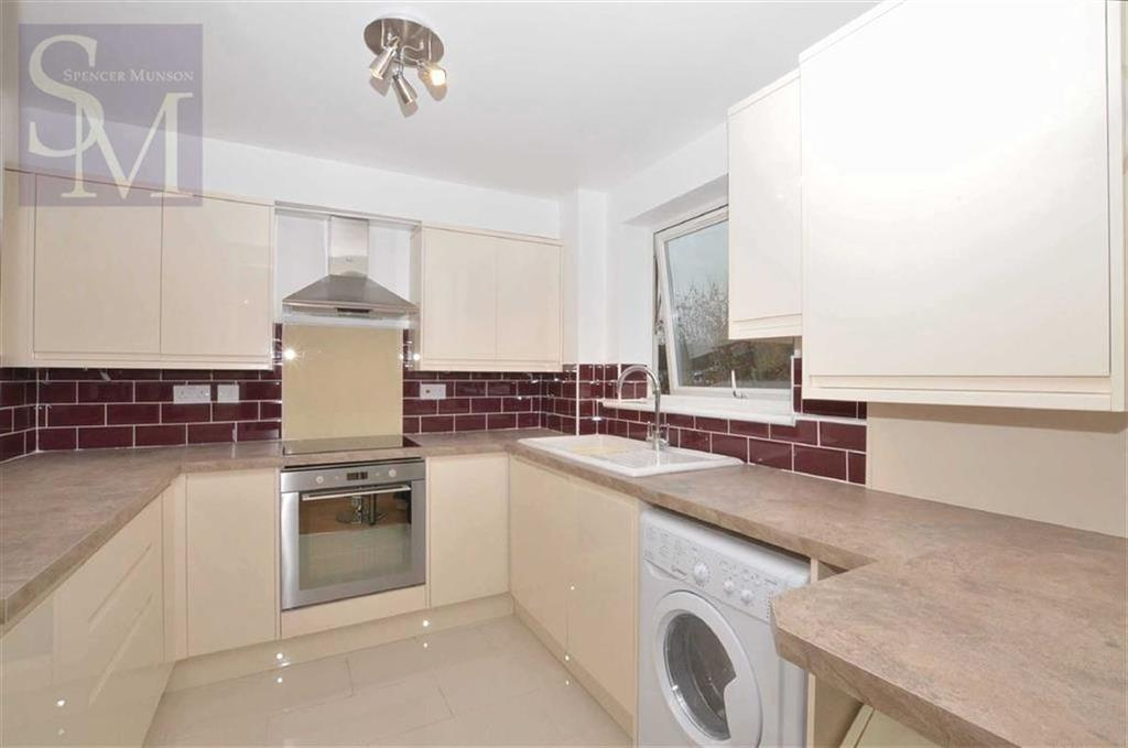 2 Bedrooms Flat for sale in Swanshope, Loughton, Essex