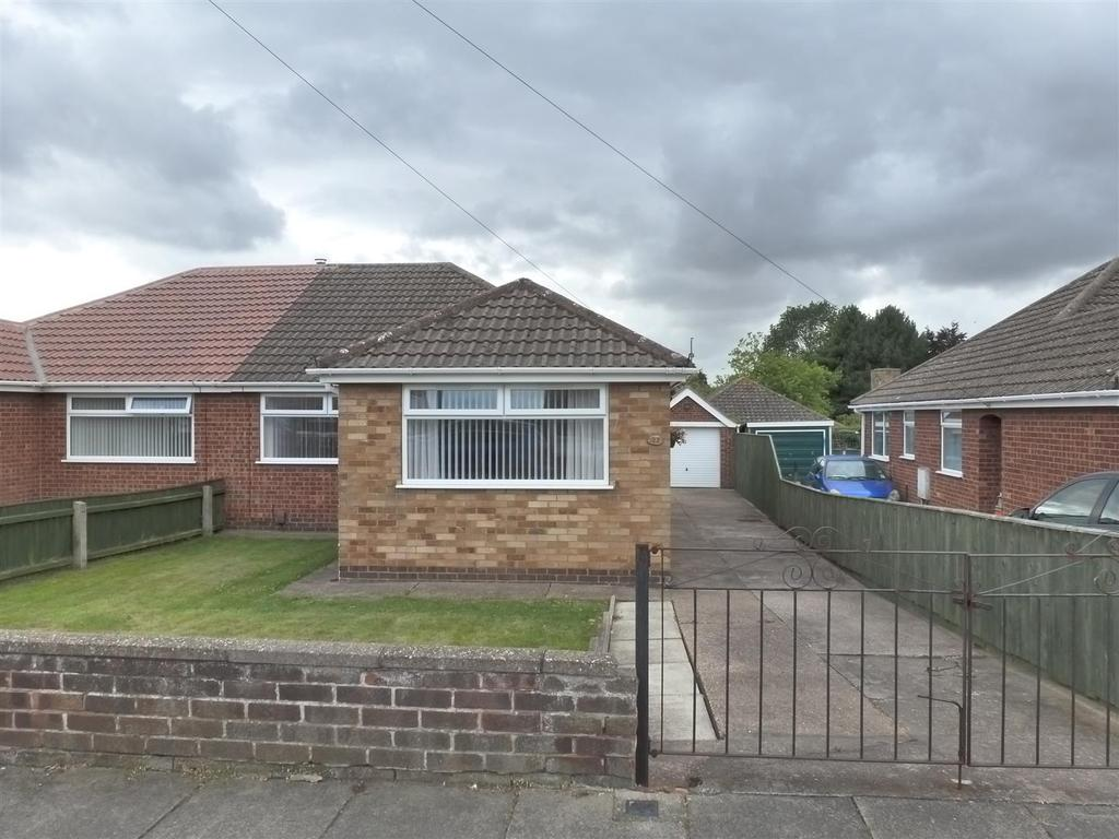 3 Bedrooms Semi Detached Bungalow for sale in Itterby Crescent, Cleethorpes