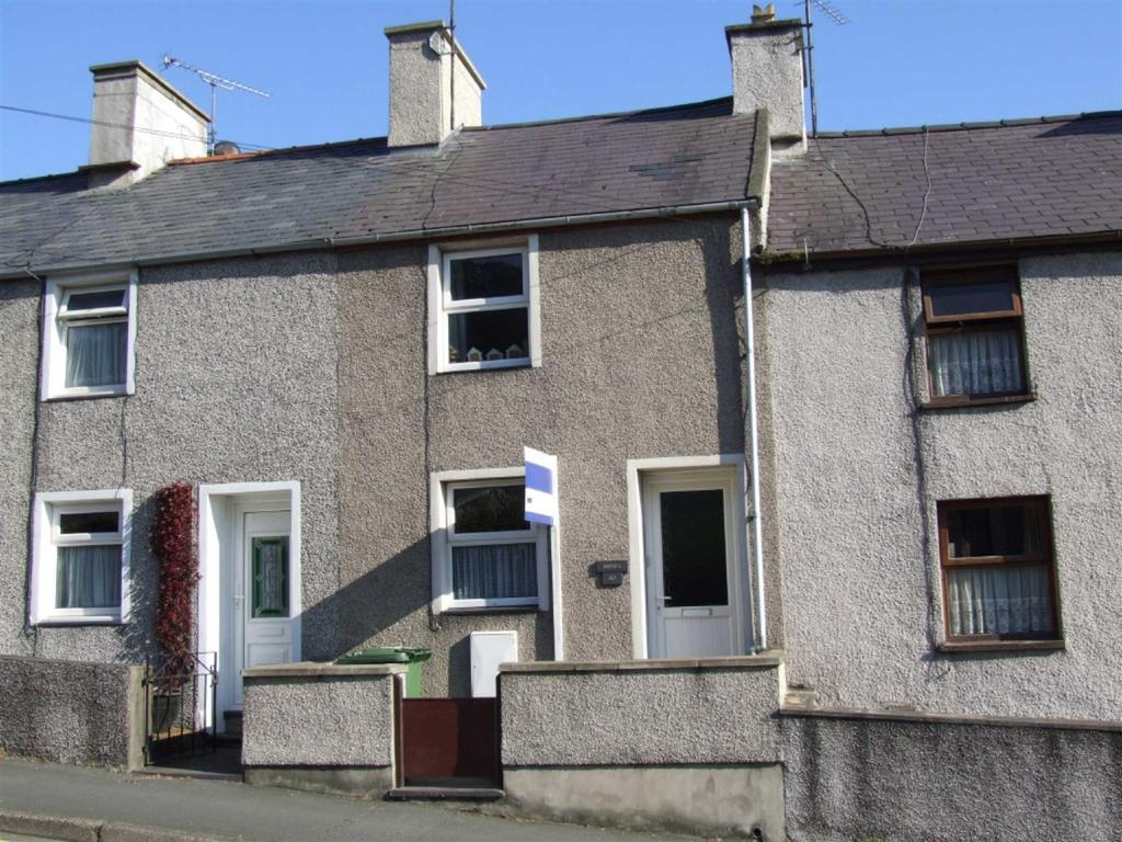 3 Bedrooms Terraced House for sale in Caernarfon Road, Pwllheli