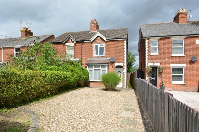 3 Bedrooms Semi Detached House for sale in Vigo Road, Andover