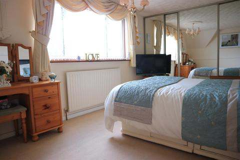 2 bedroom semi-detached house for sale - Minehead Road, Dudley