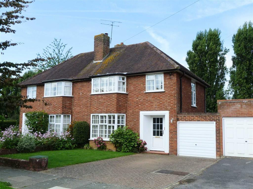 3 Bedrooms Semi Detached House for sale in Fordwich Road, West Side, Welwyn Garden City