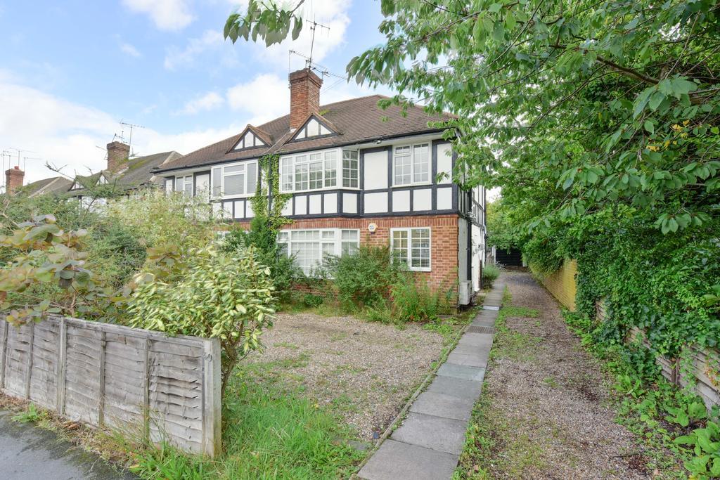 2 Bedrooms Maisonette Flat for sale in St Marys Road, Weybridge, Surrey, KT13