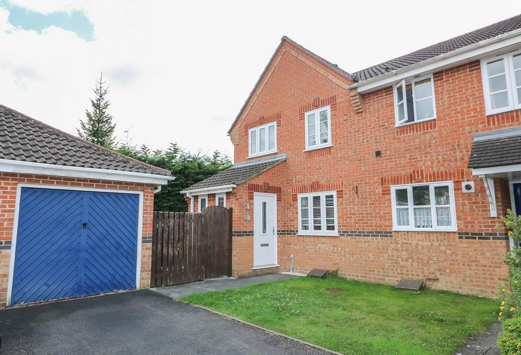 3 Bedrooms End Of Terrace House for sale in Langley Place, Billericay CM12