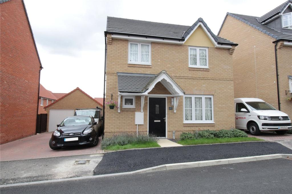 4 Bedrooms Detached House for sale in Dulwich Avenue, Laindon, Essex, SS15