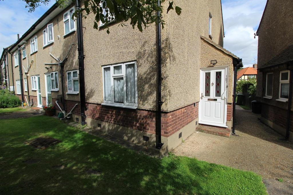 2 Bedrooms Ground Maisonette Flat for sale in Front Lane, Upminster, Essex, RM14