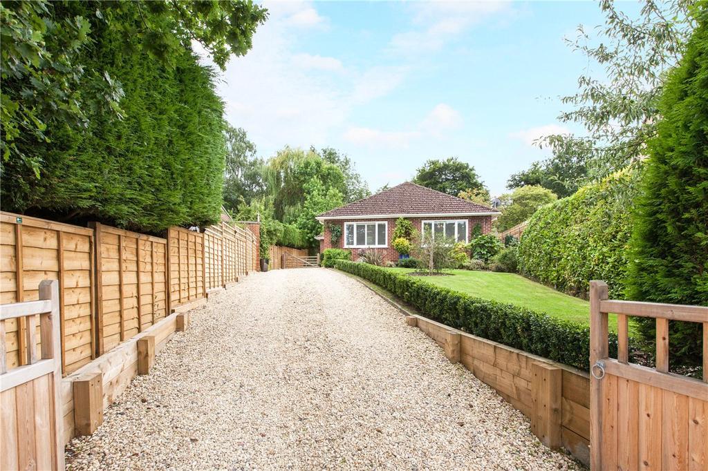 4 Bedrooms Detached House for sale in Montgomery Road, Newbury, Berkshire, RG14