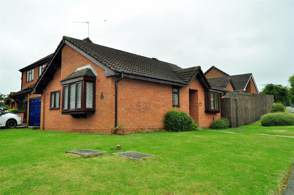 2 Bedrooms Detached Bungalow for sale in The Springs, Cradley Heath