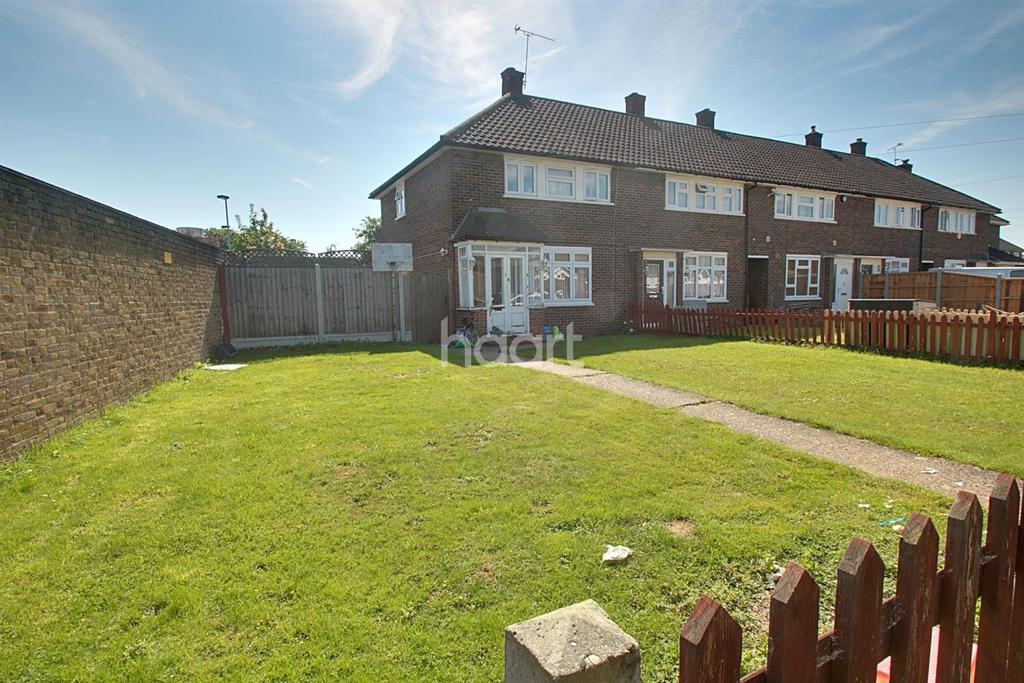 3 Bedrooms Terraced House for sale in Tring Walk, Romford
