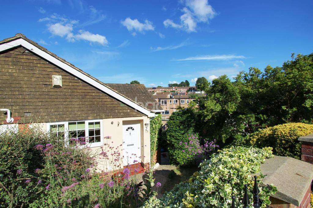 3 Bedrooms Semi Detached House for sale in Watson Avenue, Davis Estate, Chatham