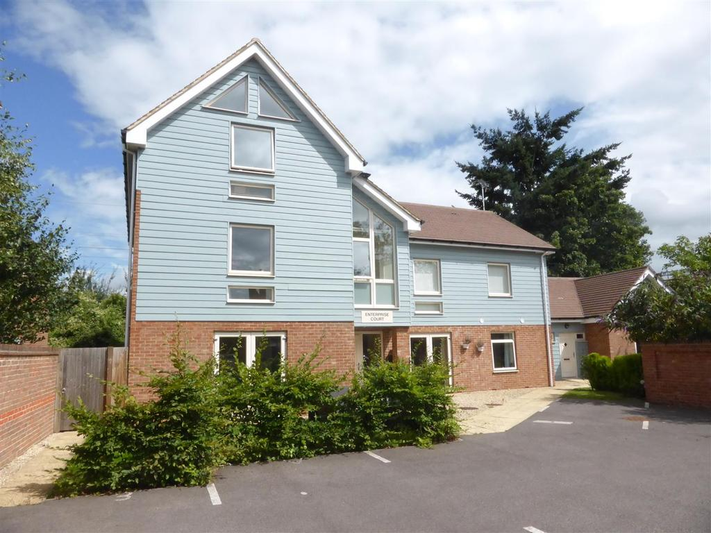 2 Bedrooms Apartment Flat for sale in Reading Road, Pangbourne