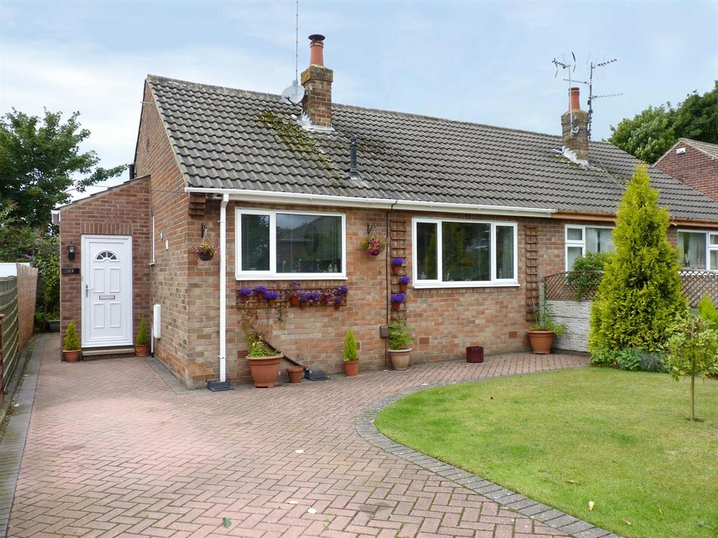2 Bedrooms Semi Detached Bungalow for sale in Knox Avenue, Harrogate