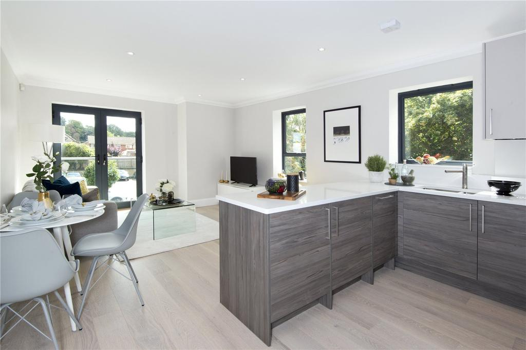2 Bedrooms Flat for sale in Bloomfield Apartments, Hortons Way, Westerham, TN16