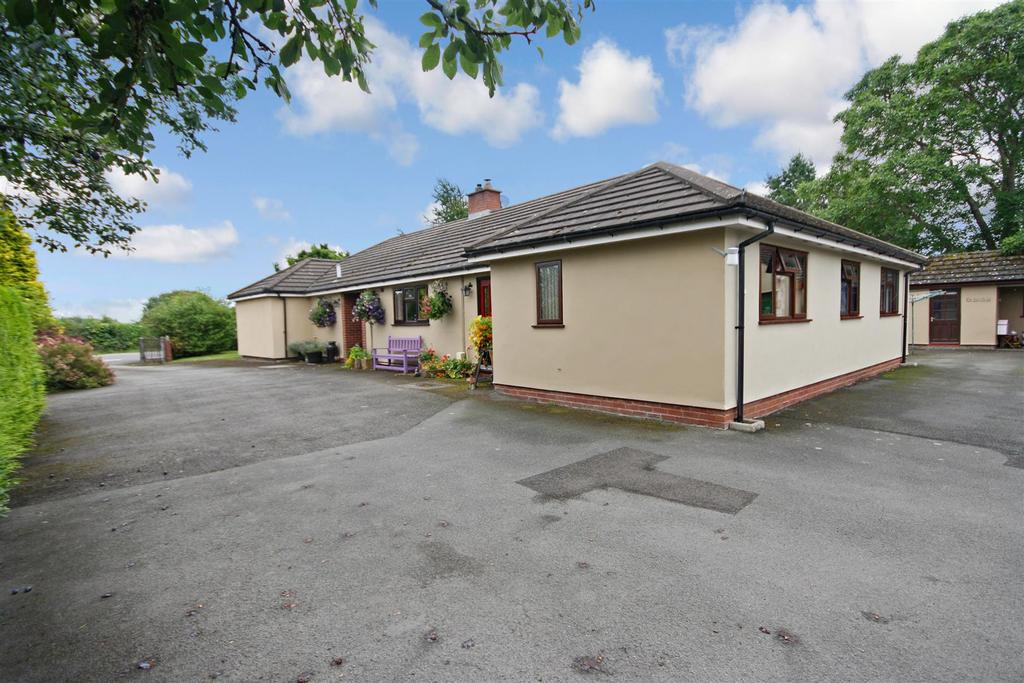 4 Bedrooms Detached Bungalow for sale in Llandysilio, Llanymynech
