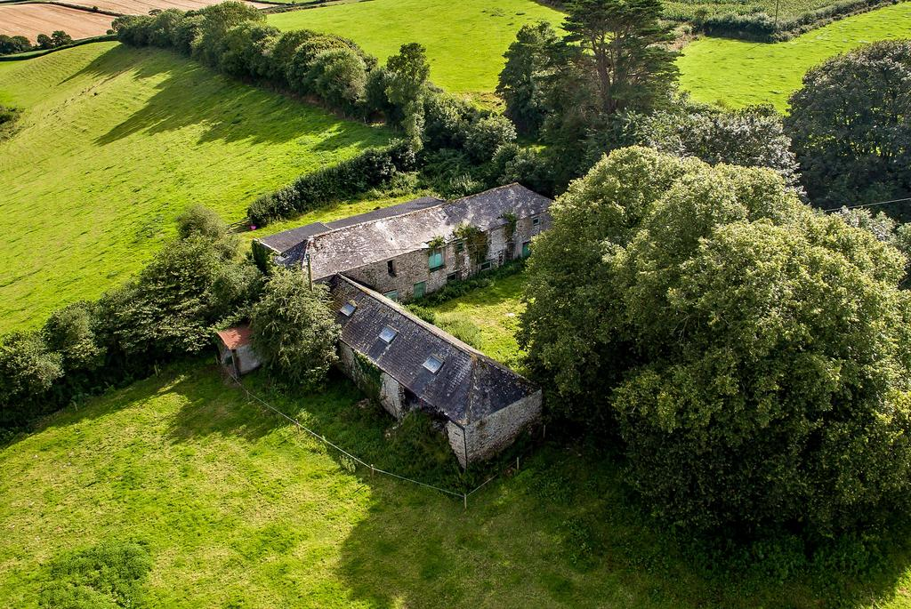 7 Bedrooms Barn Character Property for sale in Superb Barn for Conversion with Land, near Lanreath, Looe PL13