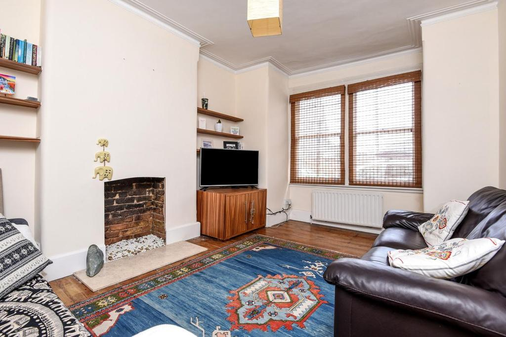 3 Bedrooms Maisonette Flat for sale in Sellincourt Road, Tooting