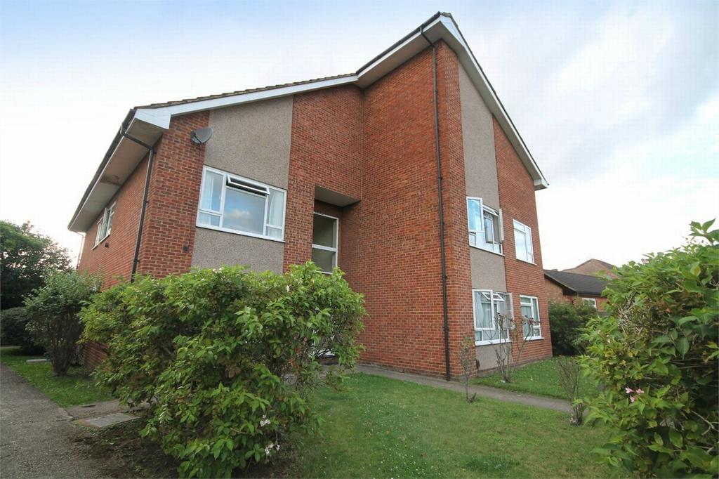 2 Bedrooms Flat for sale in Chattern Court, Chattern Hill, Ashford, Surrey