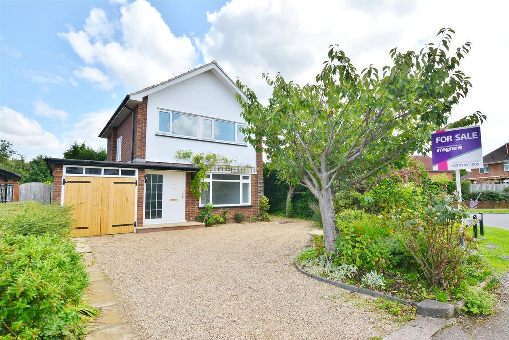 3 Bedrooms Detached House for sale in Farm Way, Bushey, Hertfordshire, WD23