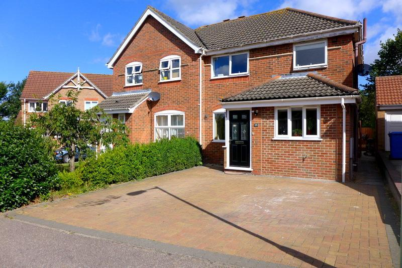 3 Bedrooms Semi Detached House for sale in St Matthews Avenue, Beccles