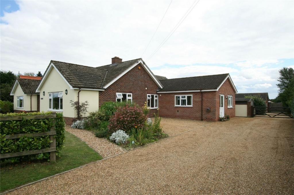 5 Bedrooms Detached Bungalow for sale in Hargham Road, NR17 1NX, Old Buckenham, ATTLEBOROUGH, Norfolk