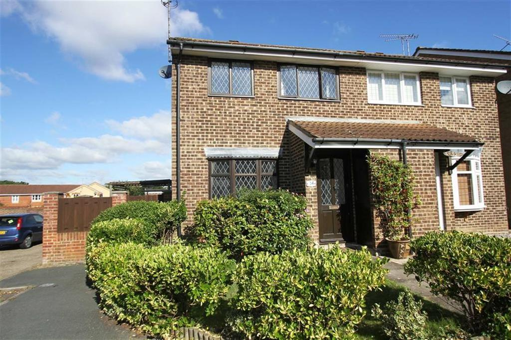 3 Bedrooms Semi Detached House for sale in Lancer Way, Billericay