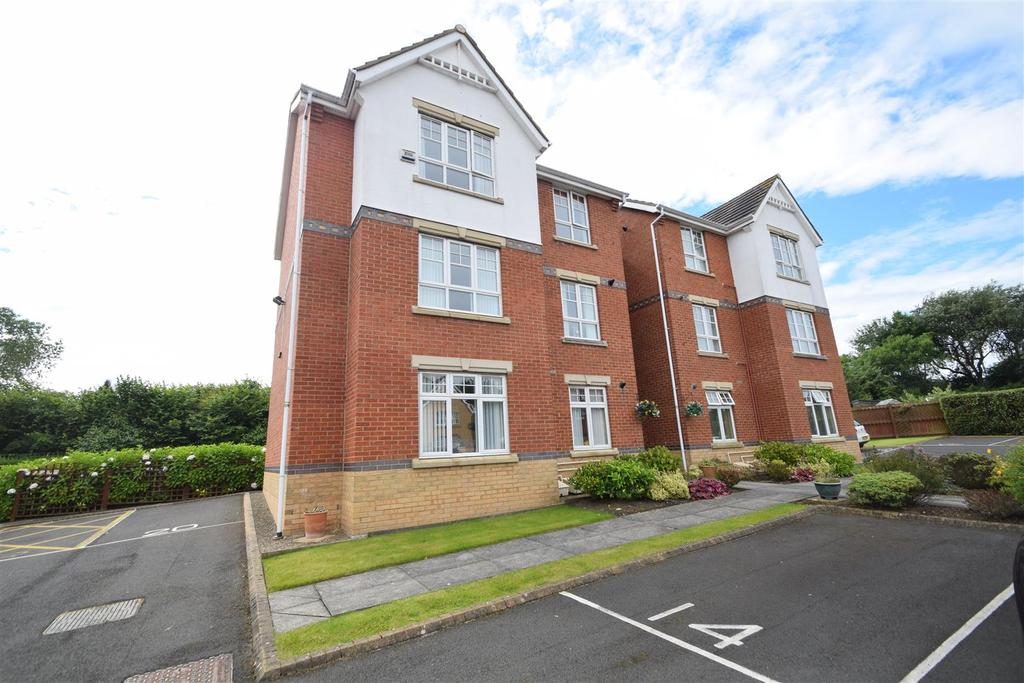 2 Bedrooms Flat for sale in Sunningdale, Whitley Bay