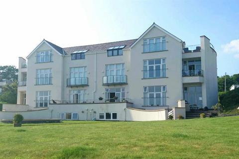 2 bedroom flat for sale - Caernarfon Road, Pwllheli