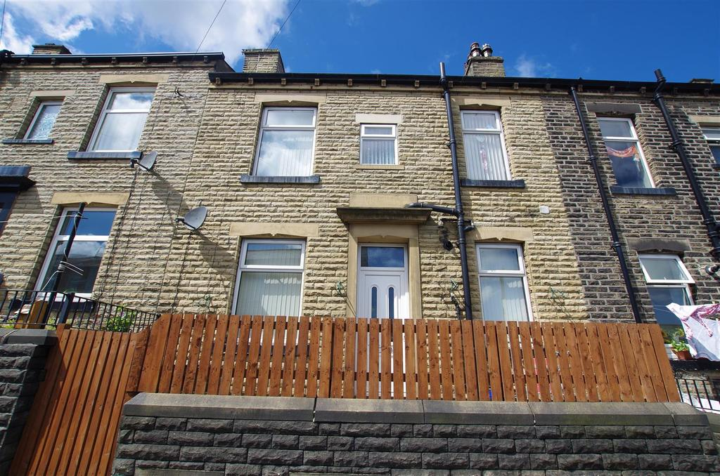 3 Bedrooms House for sale in Catherine Street, Elland