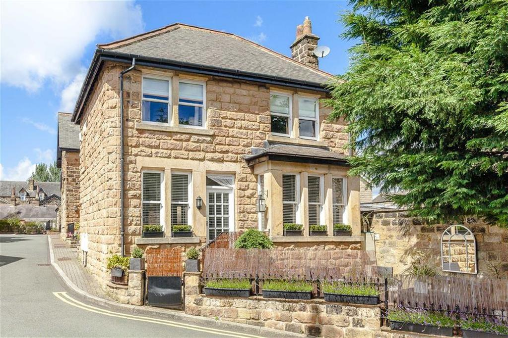 3 Bedrooms Town House for sale in St Peters Square, Harrogate, North Yorkshire
