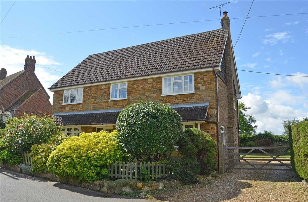 4 Bedrooms Detached House for sale in Church Lane, Cold Higham