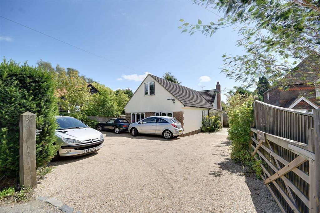 4 Bedrooms Detached Bungalow for sale in Rye Road, Sandhurst, Cranbrook
