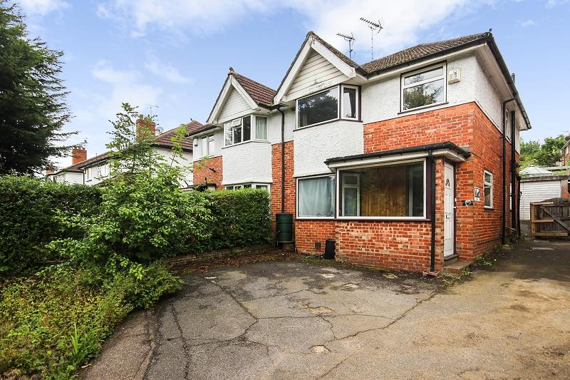 4 Bedrooms Semi Detached House for sale in Chipstead Lane, Lower Kingswood, Tadworth, Surrey. KT20 6RE