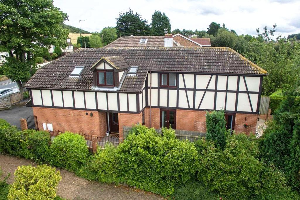 5 Bedrooms Detached House for sale in Ormesby Bank, Ormesby