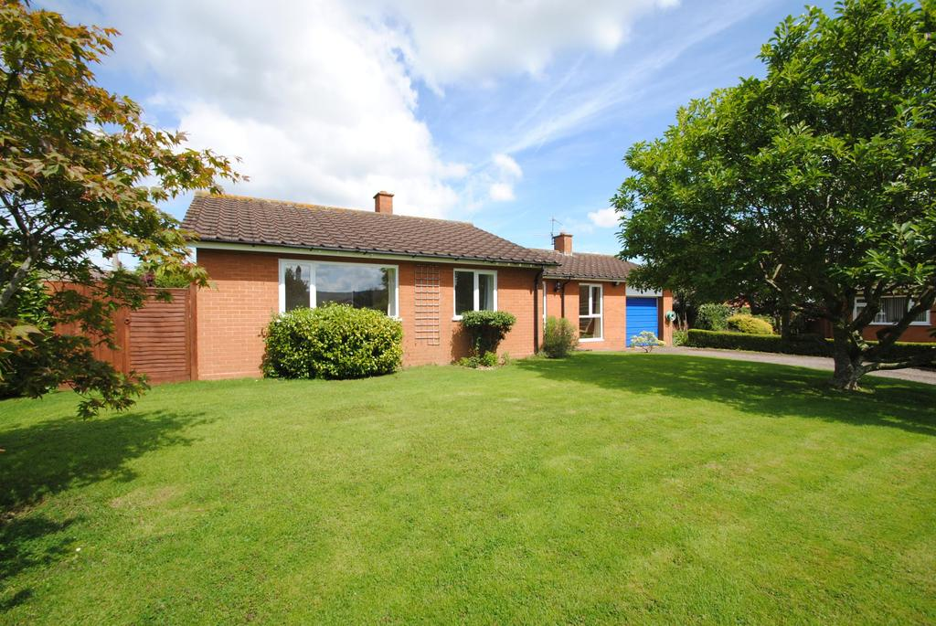 3 Bedrooms Bungalow for sale in Coburg Close, West Buckland
