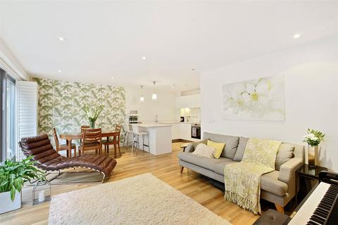 2 bedroom house to rent - Copperfield Mews, London, E2