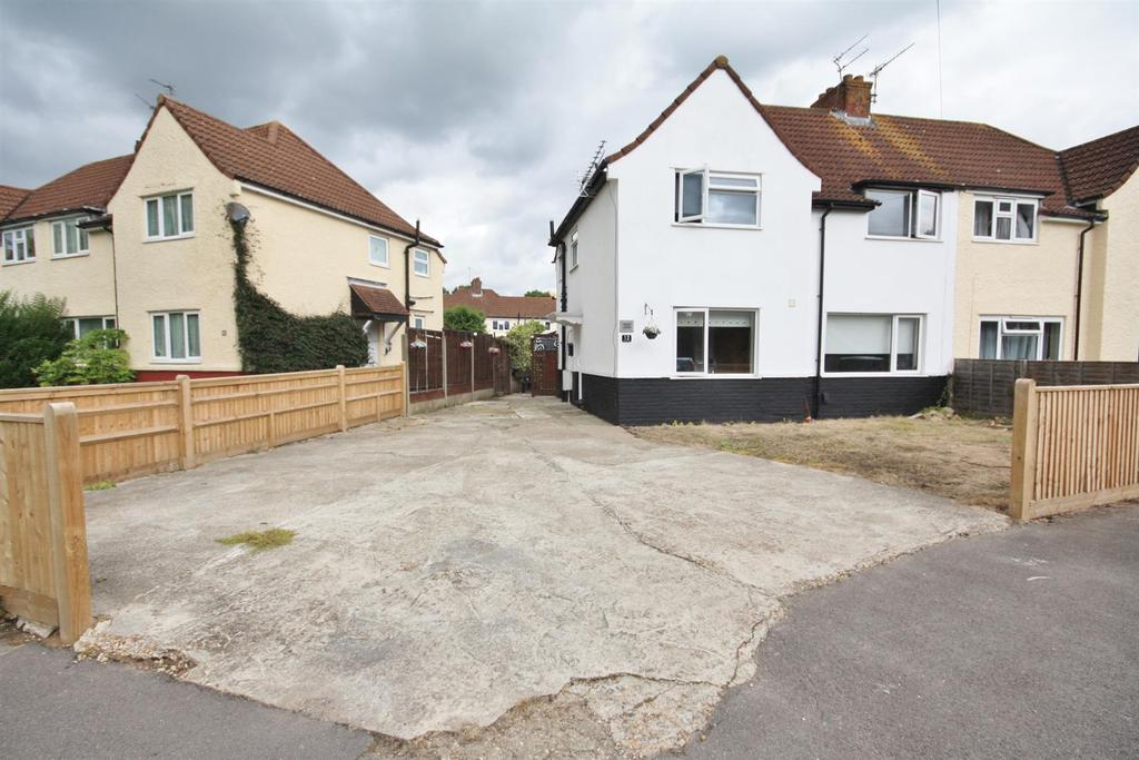 3 Bedrooms Semi Detached House for sale in Shakespeare Road, Eastleigh