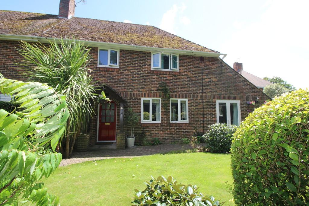 4 Bedrooms Semi Detached House for sale in Storrington