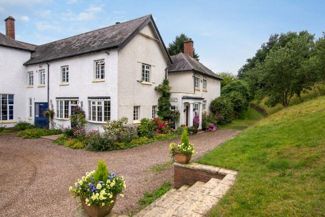 4 Bedrooms Semi Detached House for sale in Watling Street,Weeford,Lichfield